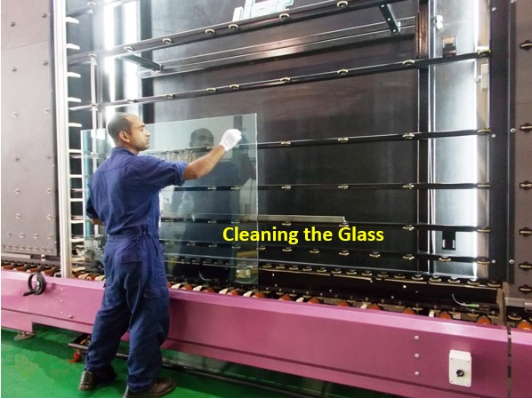 4-Cleaning the Glass